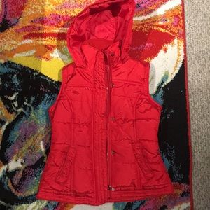 Fitted Red Puffer Vest w Removable Hood